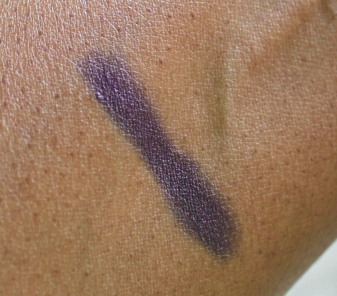 Iman Perfect Eyeshadow Pencil Crayon in Seduction - swatch, dark skin